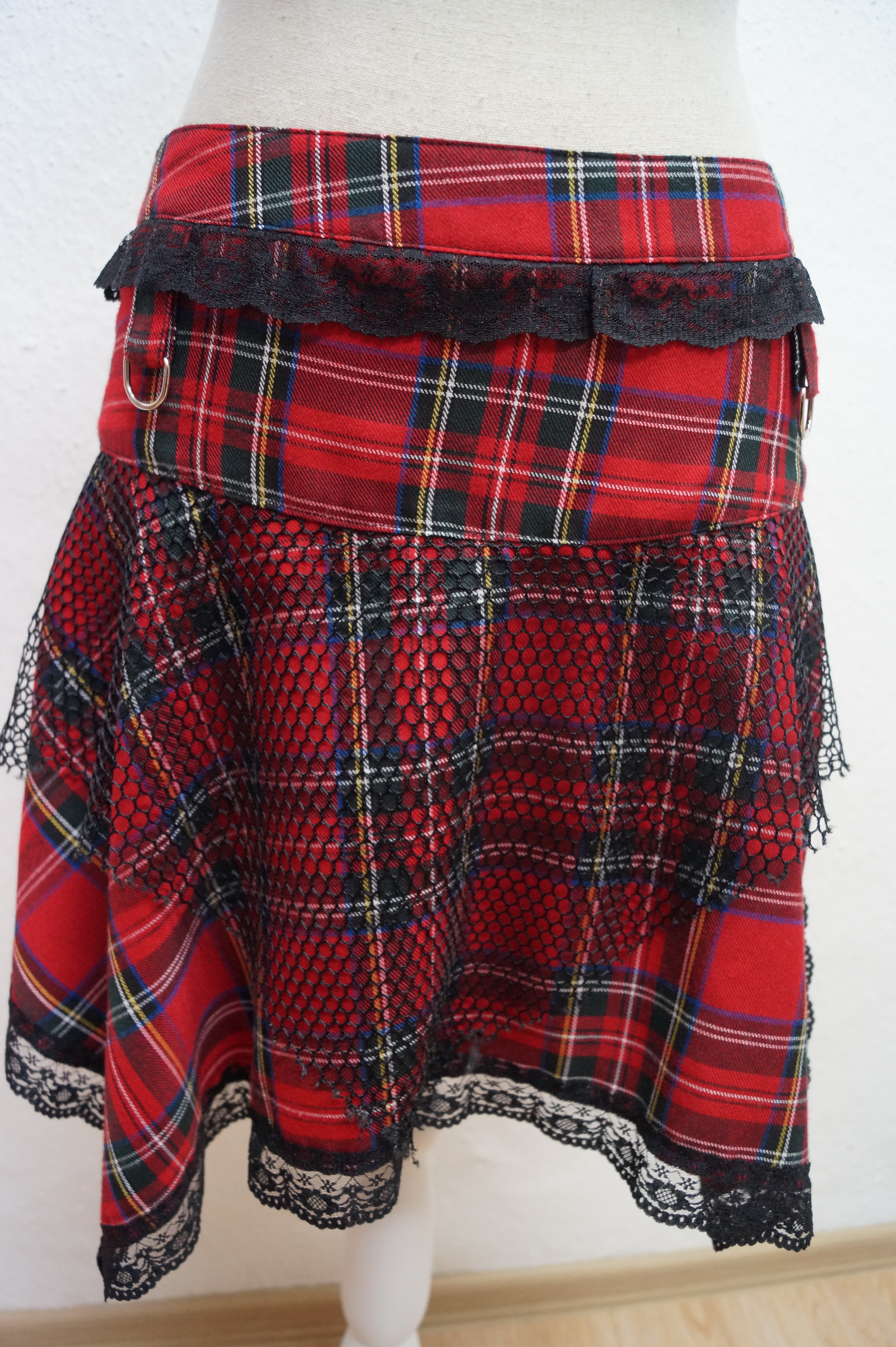 Mini-Rock Black Pistol Gothic Punk Karo rot Tartan-Rock Gr.M